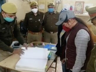 9th student Himanshi Gupta made SHO of Agra Cantt GRP, Policemen salute