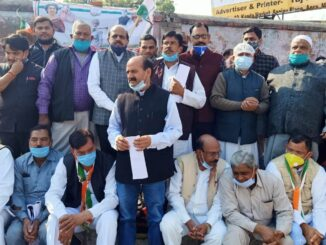Congress opens front regarding farmers bill, protest at district headquarters