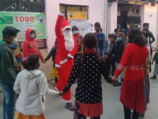 Merry Christmas: Children of Basti race to see Santa Claus, dance as soon as gift is received