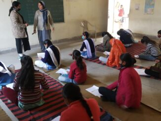 Mission power will be successful like this! Students are studying in inter college sitting on the ground