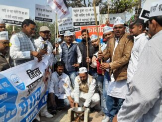 AAP party opposes inflation by cooking food on the stove, Modi government surrounded