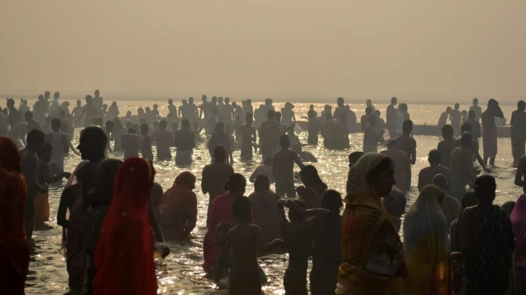 On Magh Purnima, a crowd of devotees gathered at the confluence, doing this on this festival fulfills all the wishes.