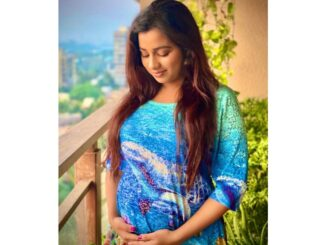 Famous singer Shreya Ghoshal shared Baby's name with fans along with Pregnancy