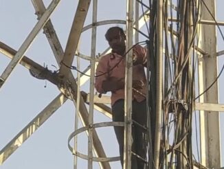 A person climbed the mobile tower in a state of intoxication after a dispute with his wife