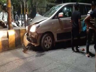 Uncontrolled Innova collides with divider, ambulance did not reach even on call, self-admitted in hospital
