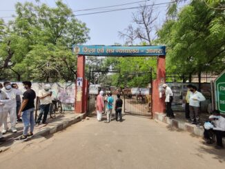 Agra Diwani closed for 2 days, crowds at the gate of people coming on date