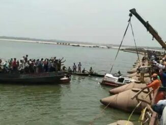 The pickup van returning from the ceremony fell into the Ganges river, 25 people drowned, 8 were found dead