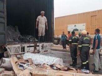 Fire in truck after heavy impact, painful death of driver alive