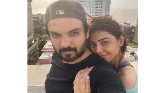 Actress of the film Singham shares an interesting picture with her husband, told support system
