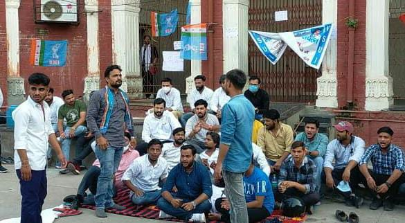 Protests by student organizations continue in Agra University regarding the problem of students