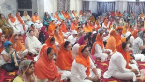 Sangat immersed in devotional rasa in the kirtan court, Kovid paid tribute to the dead